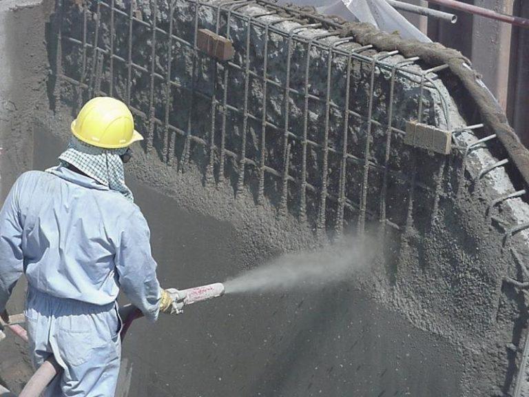 Строительные агрегаты и процесс уплотнения бетонной смеси.