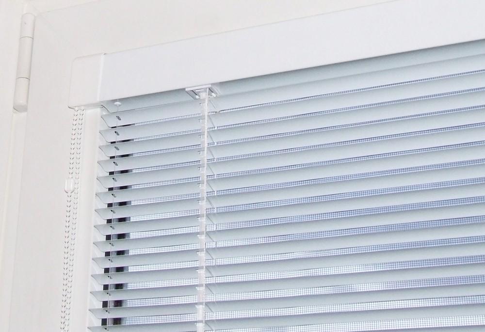 Горизонтальные жалюзи, рулонные шторы: советы, рекомендации