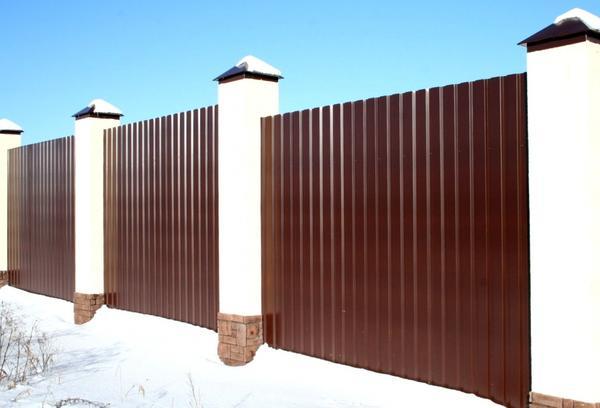 Забор из профнастила — почему именно он